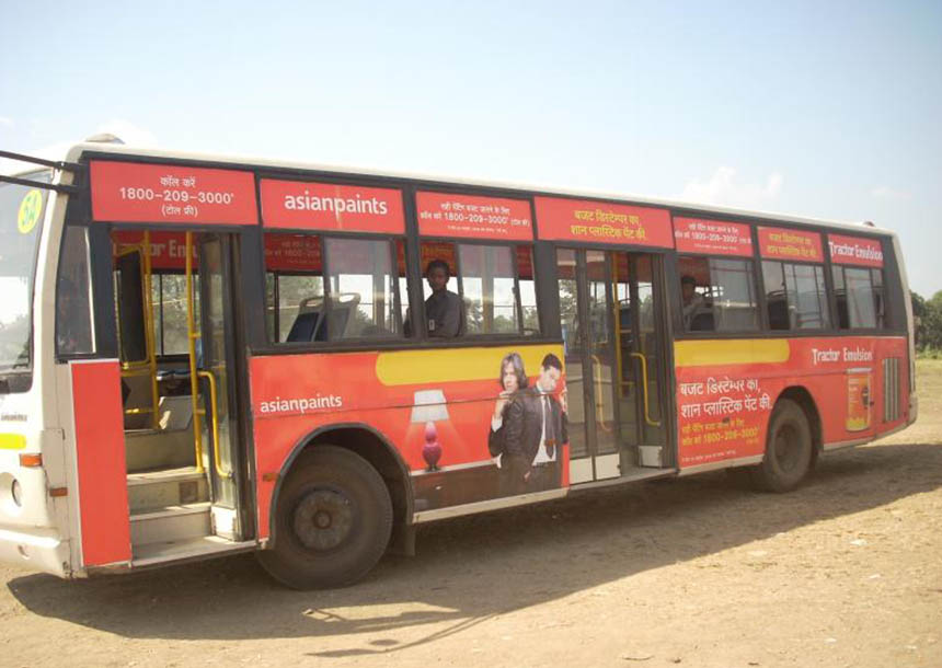 Ikar bus advertising
